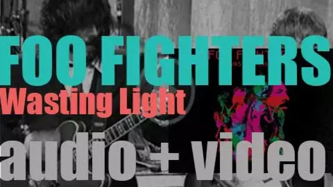 RCA publish Foo Fighters' seventh album : 'Wasting Light' featuring 'Rope' (2011)