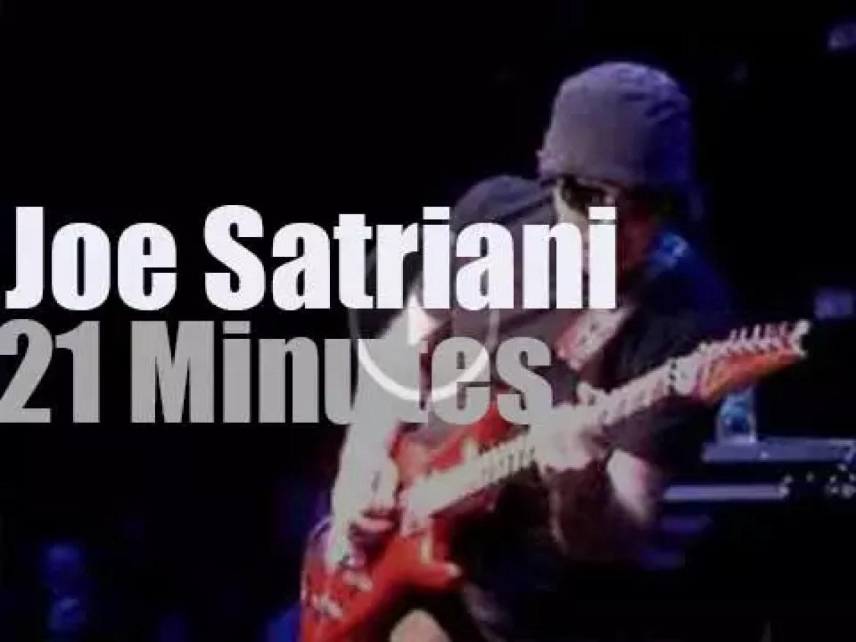 Joe Satriani gives a demo in Hollywood (2008)