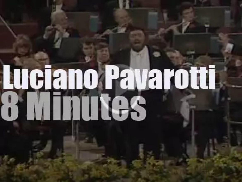 Luciano Pavarotti sings in London (1982)
