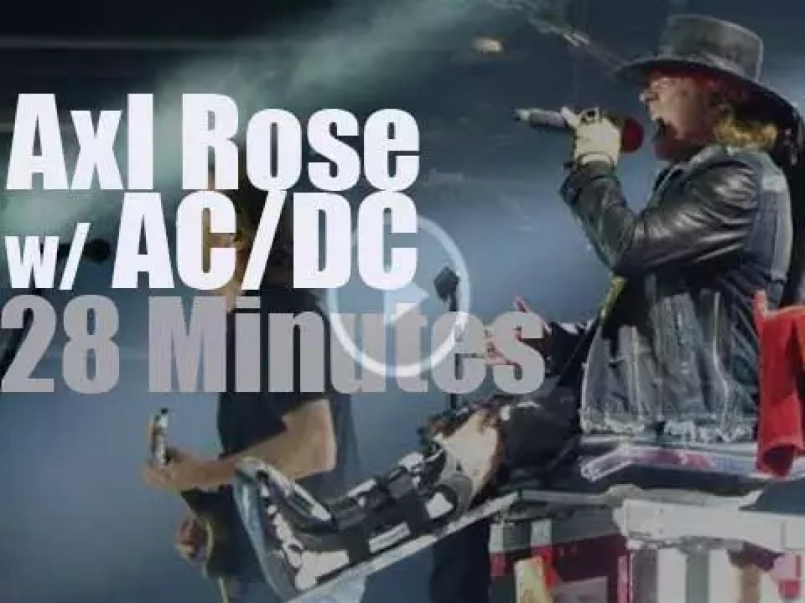 Axl Rose sits in (literally) with AC/DC in Lisbon (2016)
