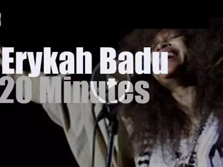 Erykah Badu joins The Roots in Philadelphia (2015)