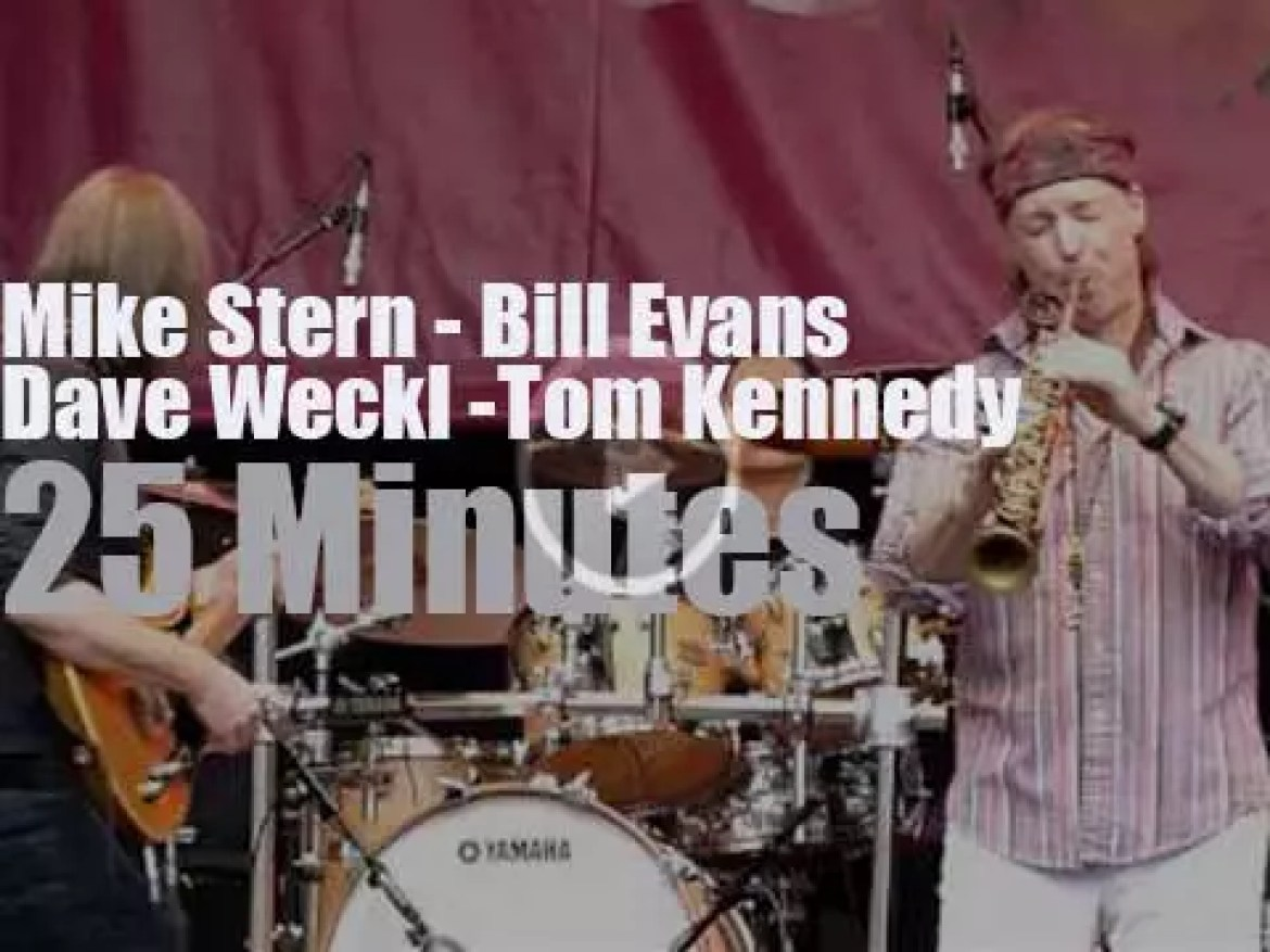 Mike Stern & Bill Evans are at a Dutch festival (2013)