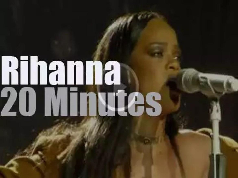 Rihanna lights up the Forum in LA (2016)