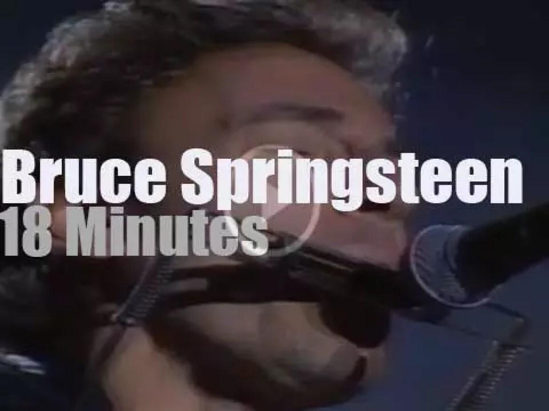 Bruce Springsteen sings against racism in Paris (1988)