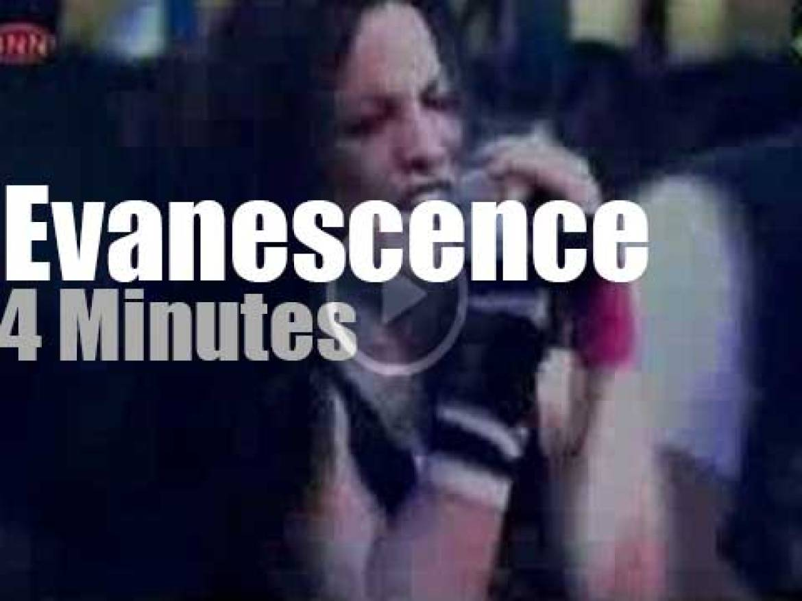 Evanescence does TOTP (2003)