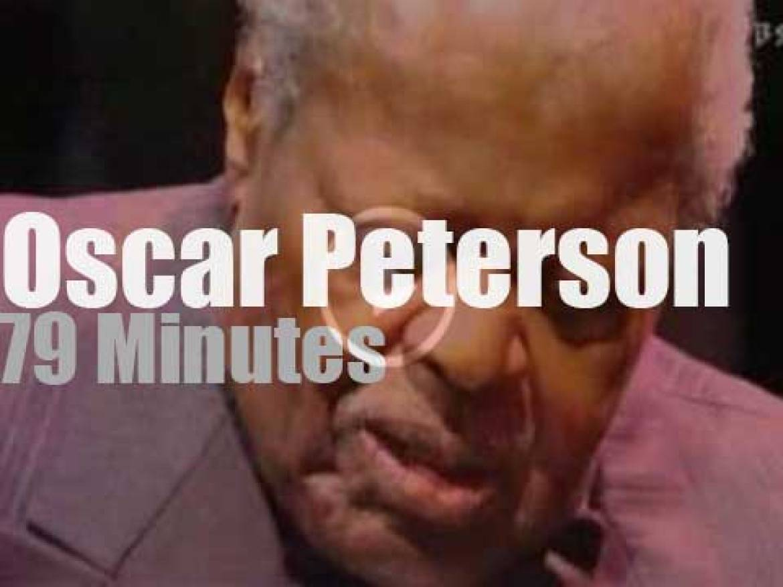 Oscar Peterson  plays at Montreal Jazz (2004)