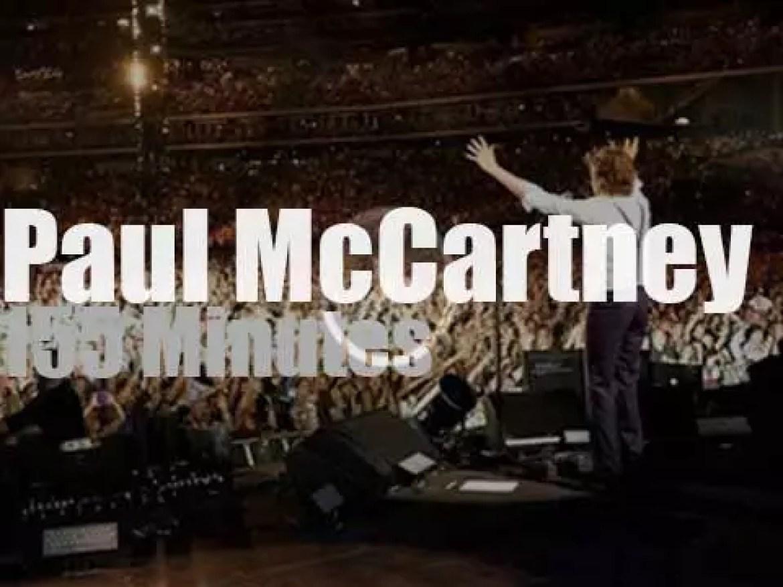 Paul McCartney serenades Queens (2009)