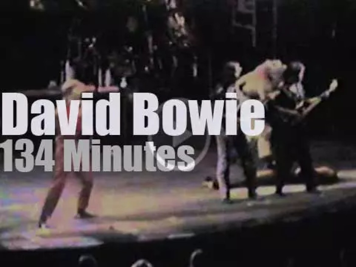David Bowie performs with five dancers (1987)