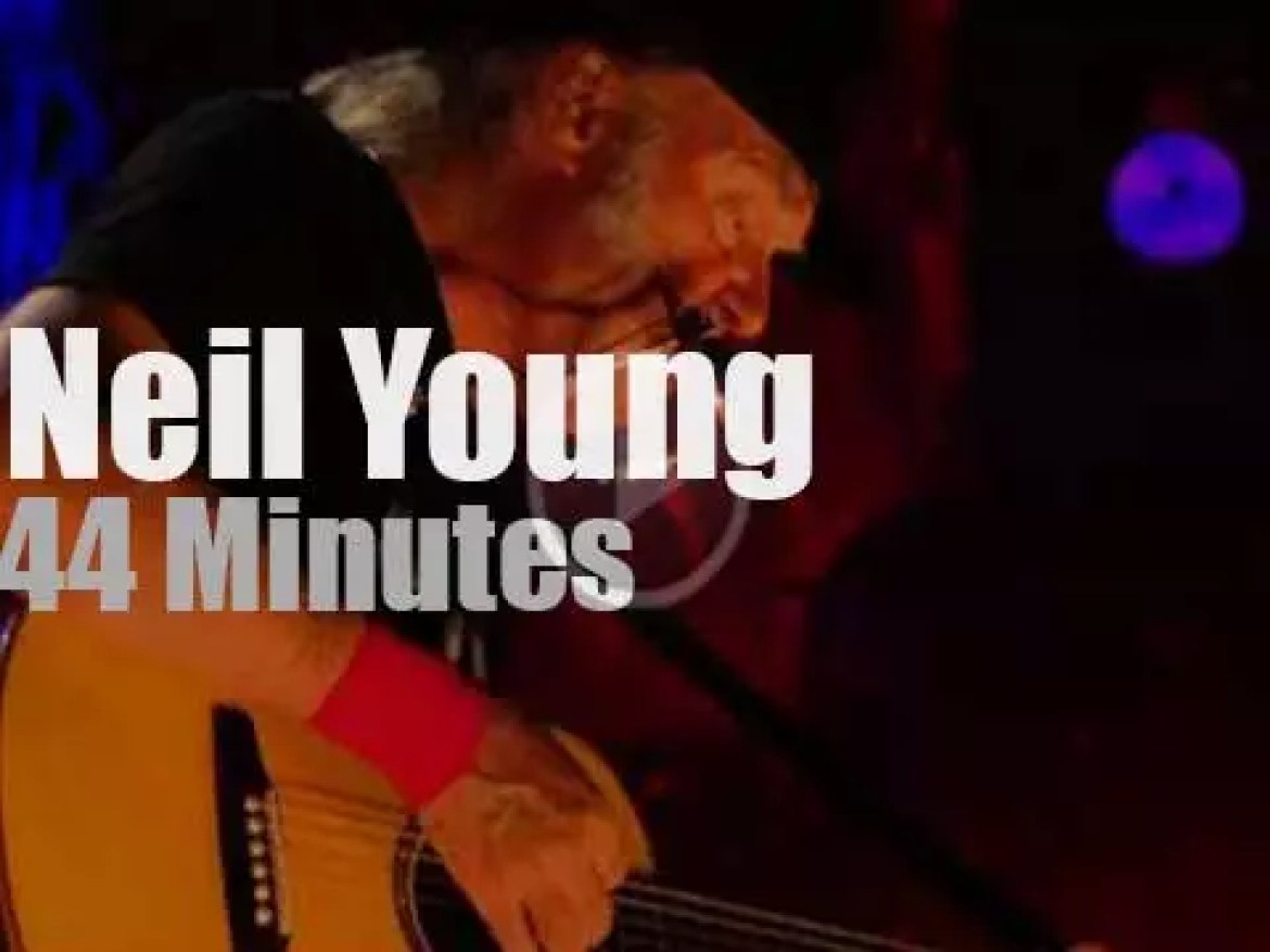 Neil Young performs solo at Farm Aid (2014)