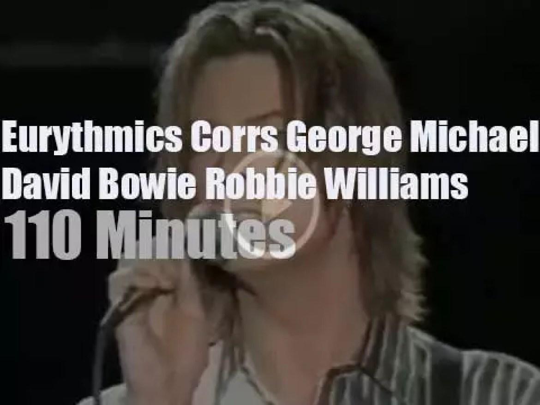 George, David, Robbie et al sings against poverty (1999)