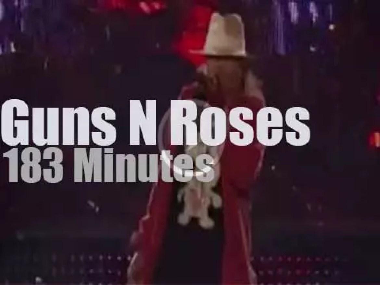 Guns N Roses rock LA (2011)