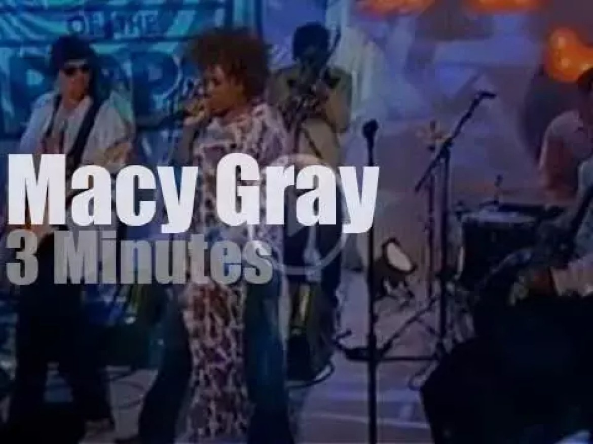 On TV today, Macy Gray at 'TOTP' (2001)
