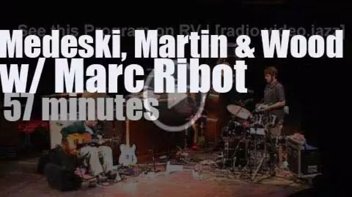 Marc Ribot sits in with Medeski Martin & Wood (2001)