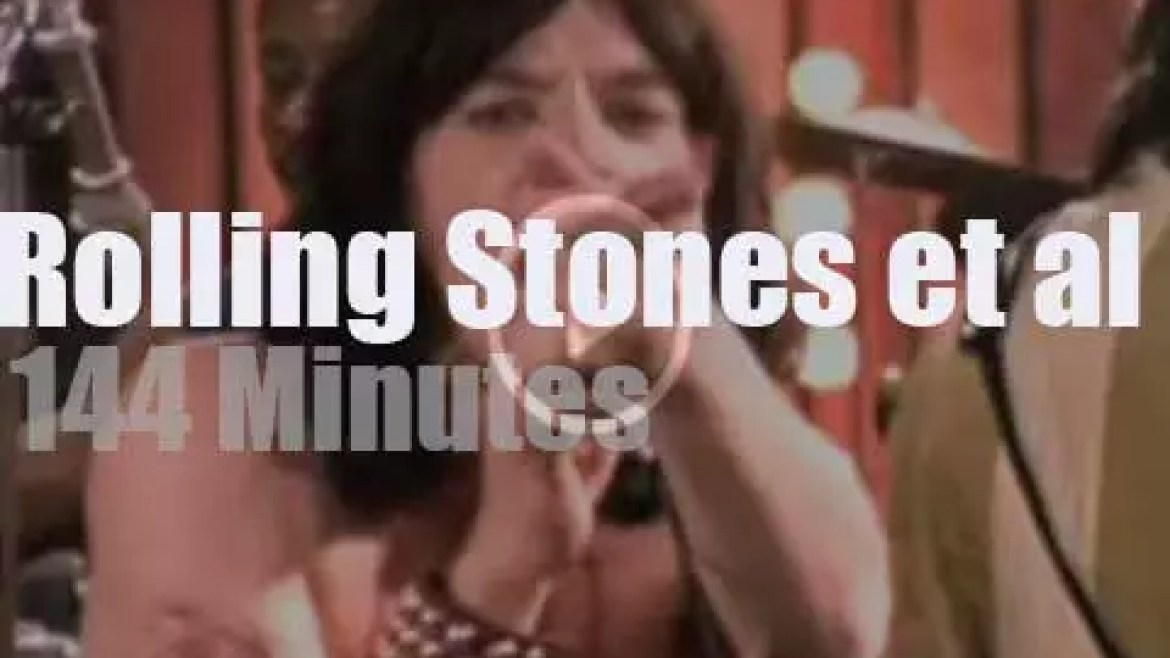The Rolling Stones invite some famous guests to the circus (1968)