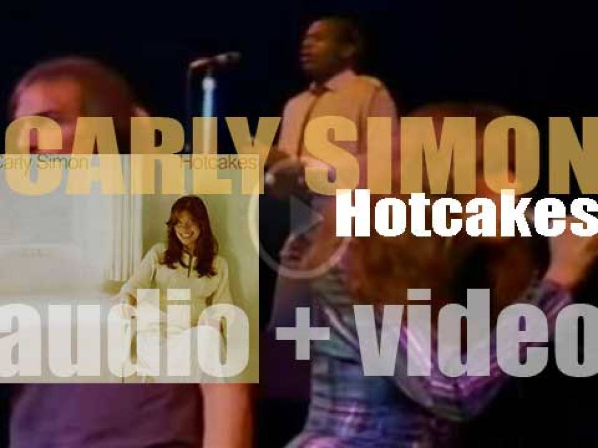 Elektra publish Carly Simon's fourth album : 'Hotcakes' featuring 'Mockingbird' and 'Haven't Got Time for the Pain' (1974)