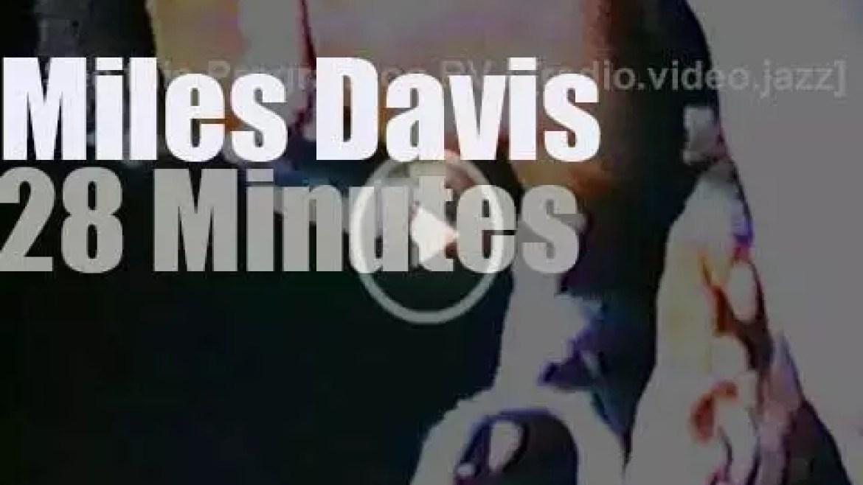 Miles Davis Nonet plays at Village East (1973)