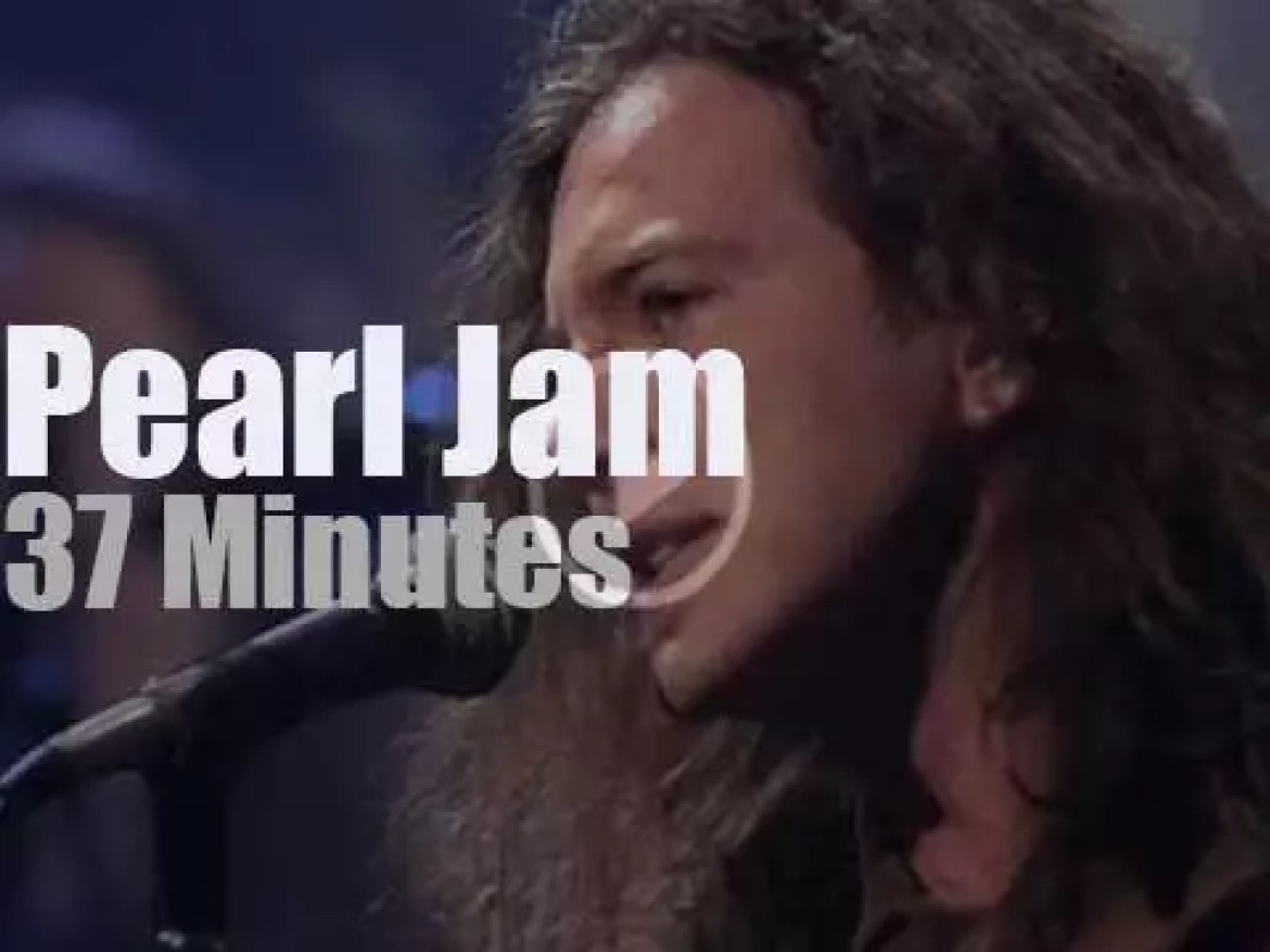 MTV tapes Pearl Jam 'Unplugged' (1992)