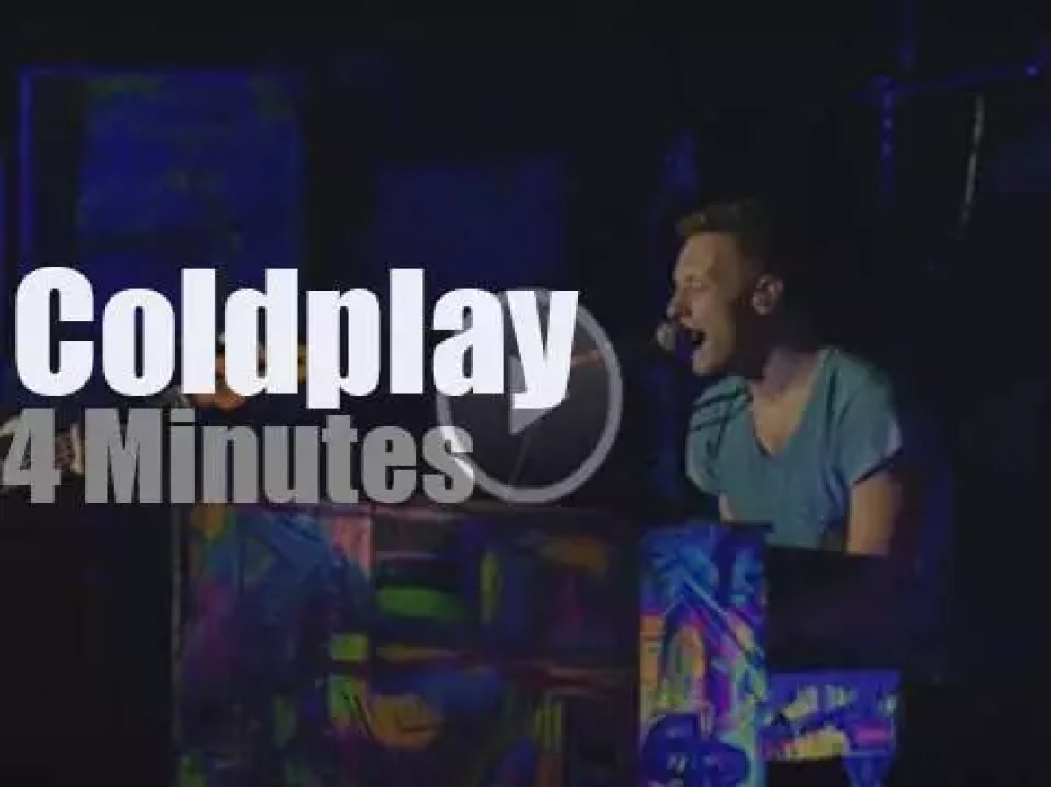 Coldplay pay tribute to MCA (2012)