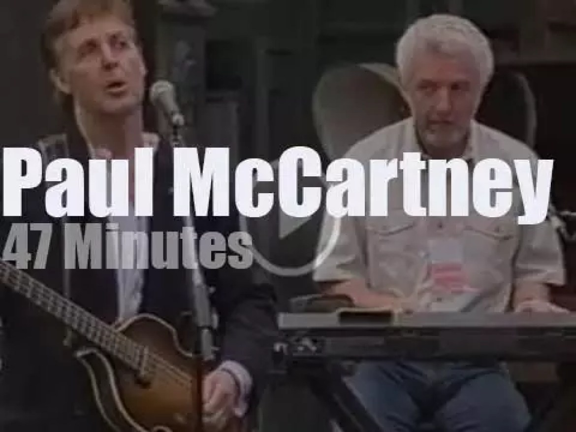 Paul McCartney, David Gilmour and al play for Animal Rights (1999)