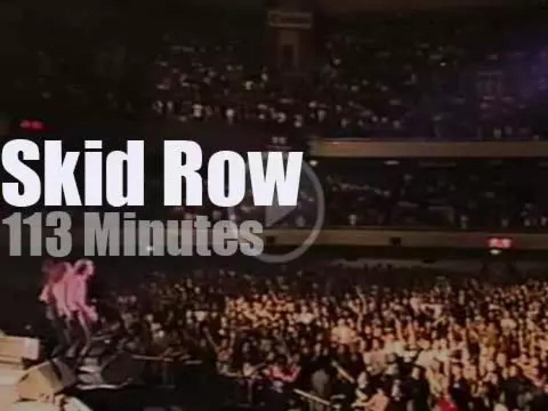 Skid Row serenade Tokyo (1992)