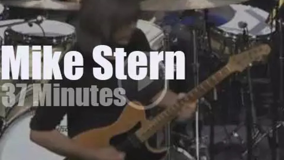 Mike Stern blends Jazz, Wine & Peace in Italy (2013)