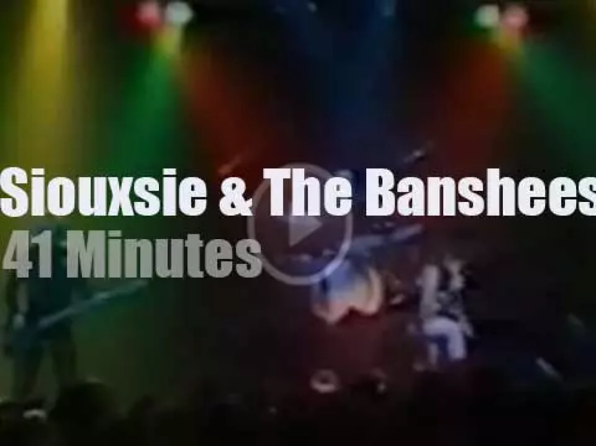 Siouxsie brings The Banshees to Holland (1982)