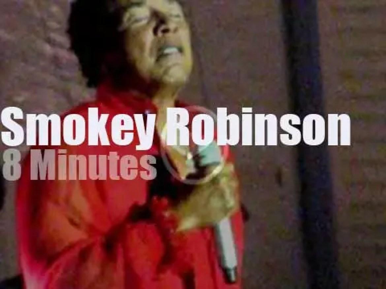 Smokey Robinson soulifies Nevada (2012)