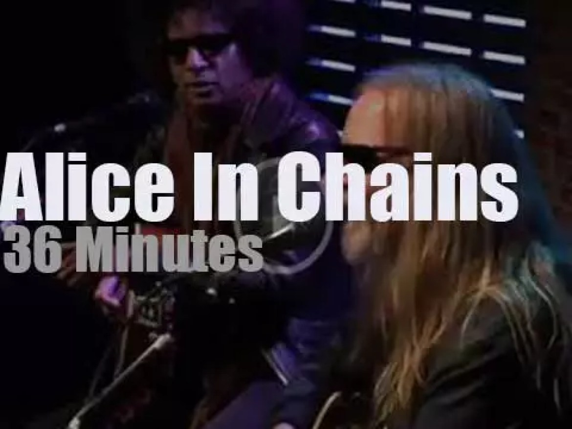 Alice In Chains go acoustic in Chicago (2018)