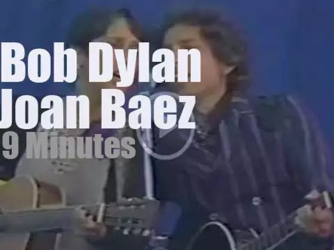 Bob Dylan and Joan Baez sing for Peace  (1982)