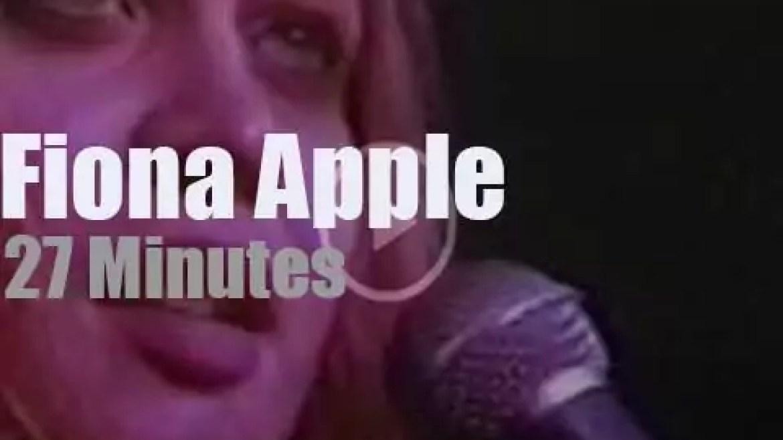 Fiona Apple  sings in LA (1997)