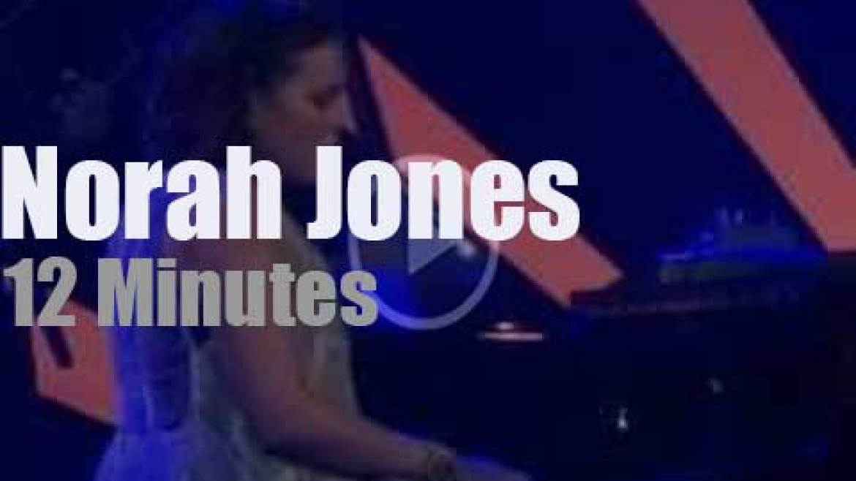 Norah Jones sings in Kingston (2016)
