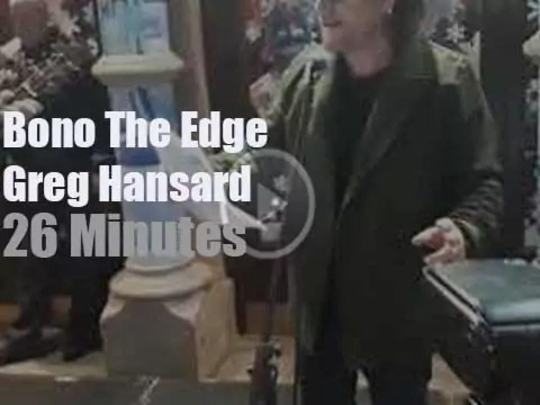 Bono, The Edge et al busk for the homeless (2018)