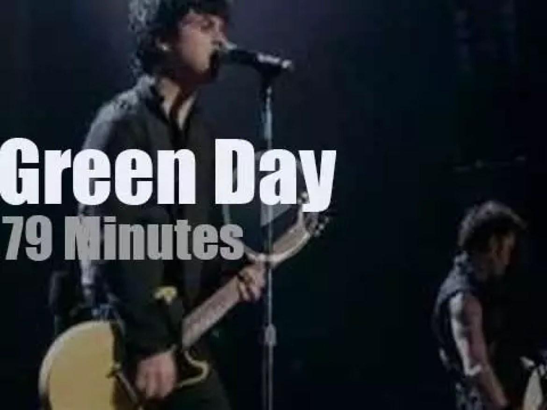 Green Day divulge their next album to their hometown (2009)