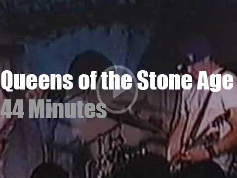 Queens Of The Stone Age destroy the CBGB's (1999)
