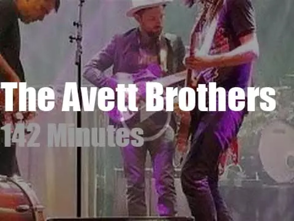 The Avett Brothers perform in Port Chester (2017)