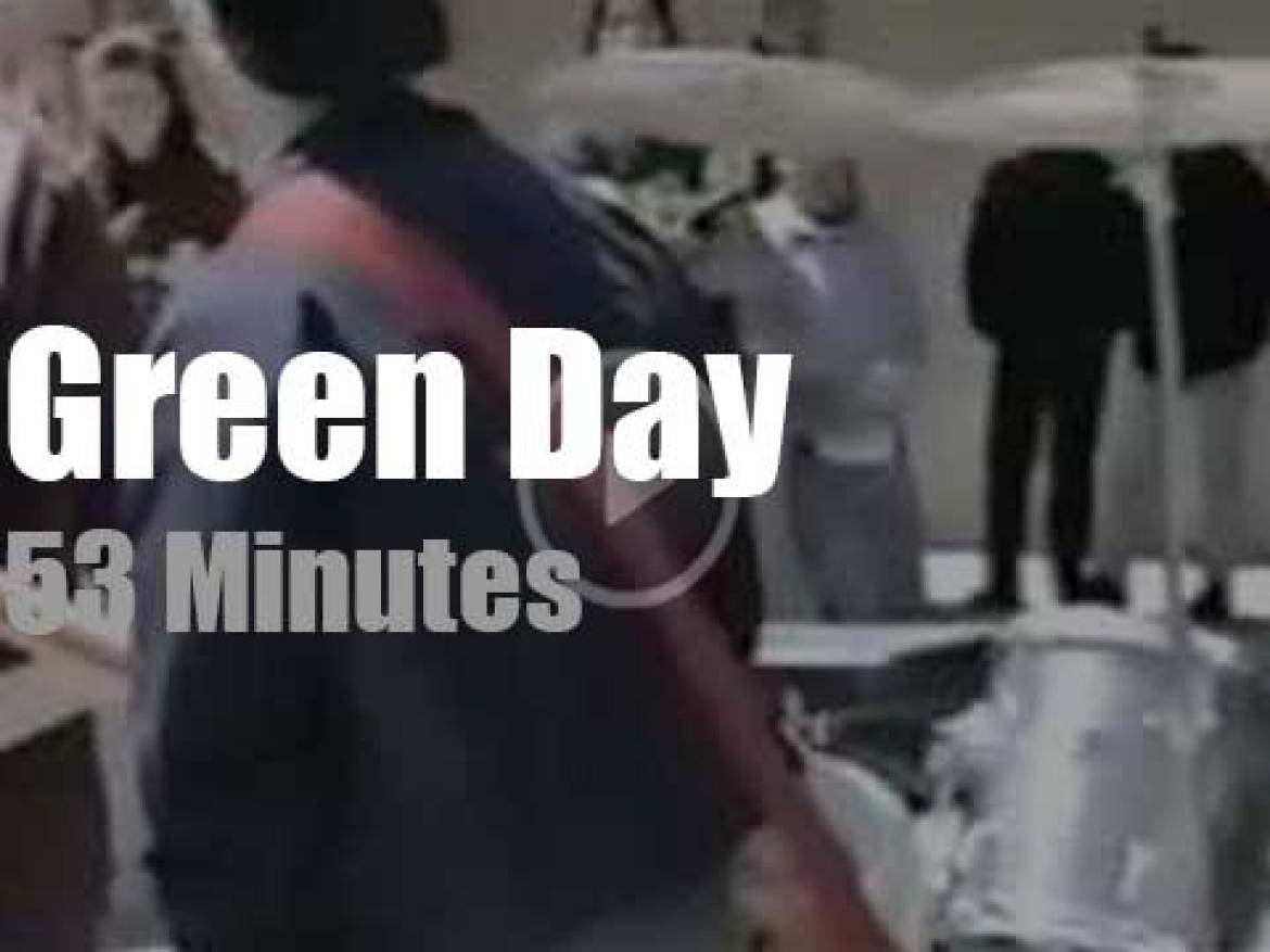 Young Green Day rock the High School (2000)
