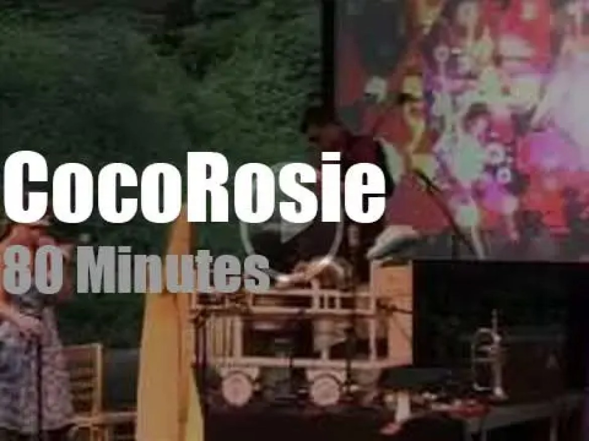 CocoRosie play outside in Holland (2009)