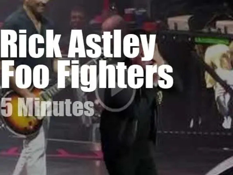 Rick Astley joins Foo Fighters (2017)