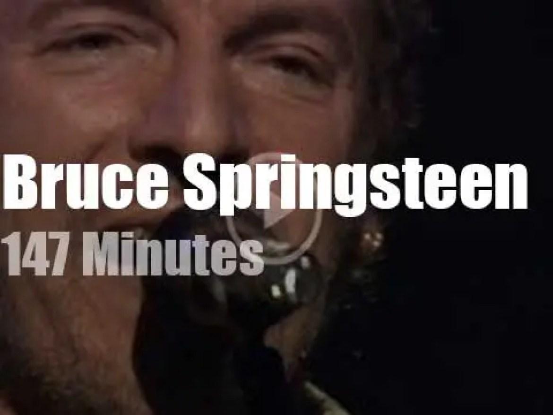 Bruce Springsteen rocks Barcelona (2002)