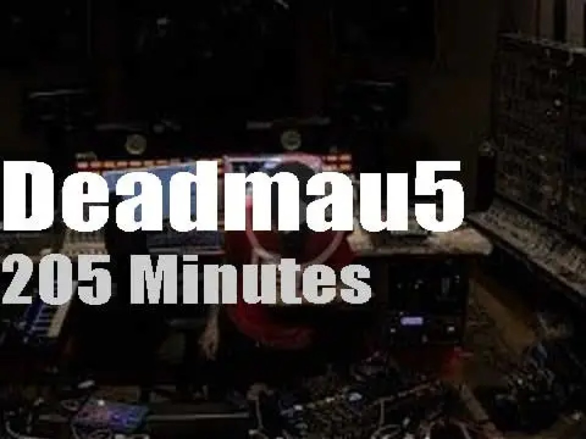 Deadmau5 streams 'Live from home' (2020)