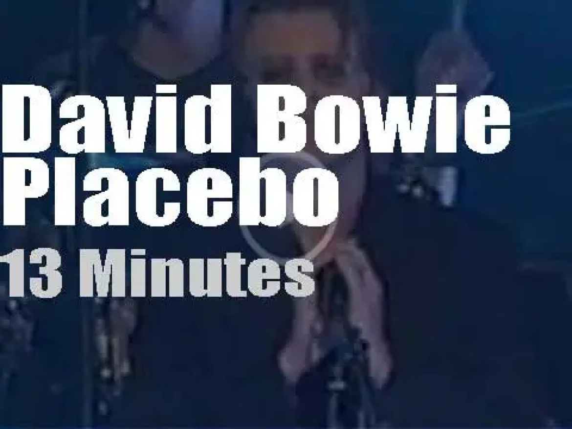 Placebo play in New-York then David Bowie walks in (1999)