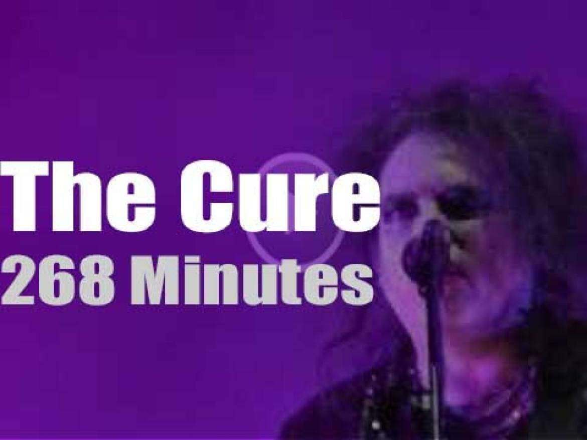 The Cure travel to Mexico City (2013)
