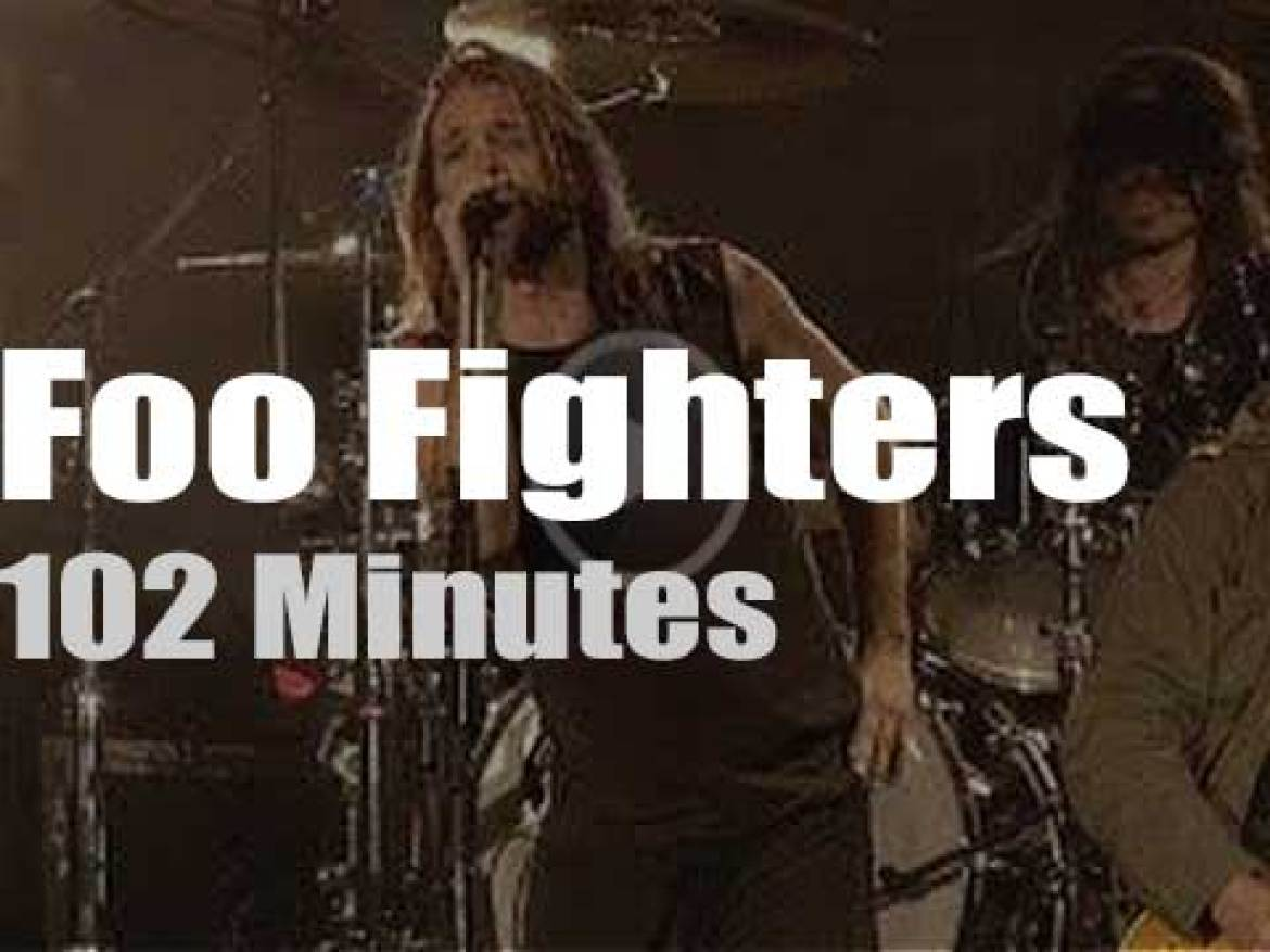 Foo Fighters are about to close their London gig when Jimmy and John Paul walk in (2008)