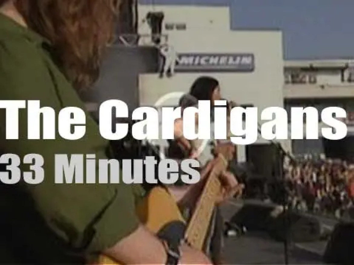 The Cardigans attend a German festival (2003)