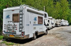 A Guide to Being a Good RV Park Neighbor