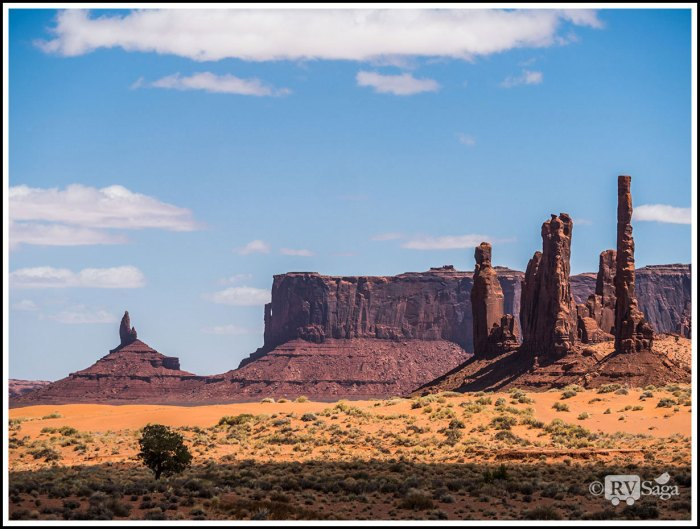 Whimsical-Rock-Formations-in-Monument-Valley