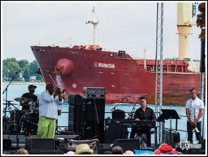 Freighter-Sunda-Passing-by-Jazz-Musicians-at-St-Clair