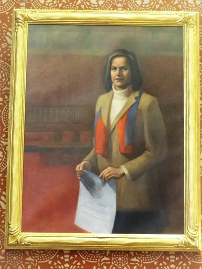Barbara Ackermann portrait in Sullivan Chamber