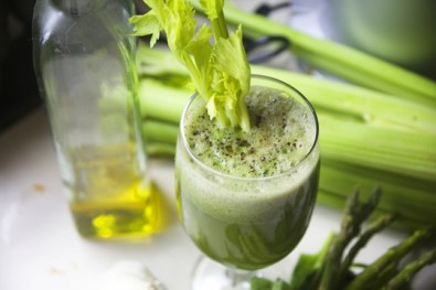 Mega-Green-Juice-and-Garlic1-540x360