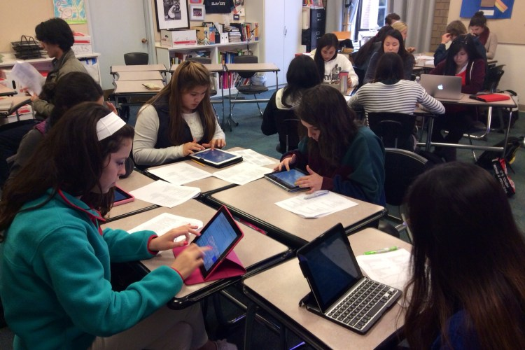 Students Using Technology in Class (image by https://flic.kr/p/jYcv4p)
